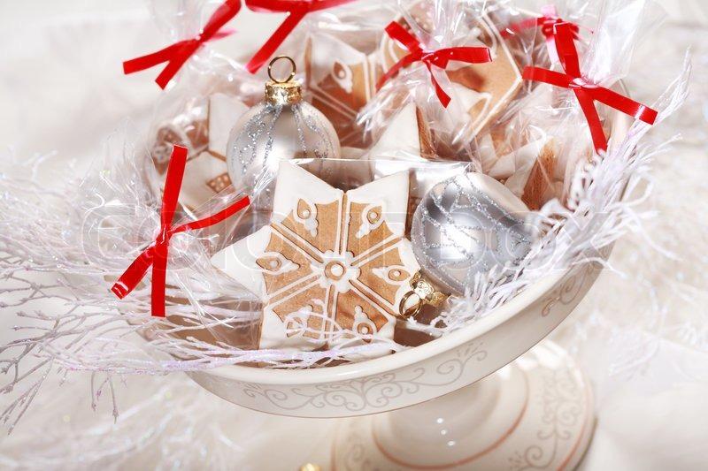 kleine lebkuchen geschenke f r die g ste zum weihnachtsessen stockfoto colourbox. Black Bedroom Furniture Sets. Home Design Ideas