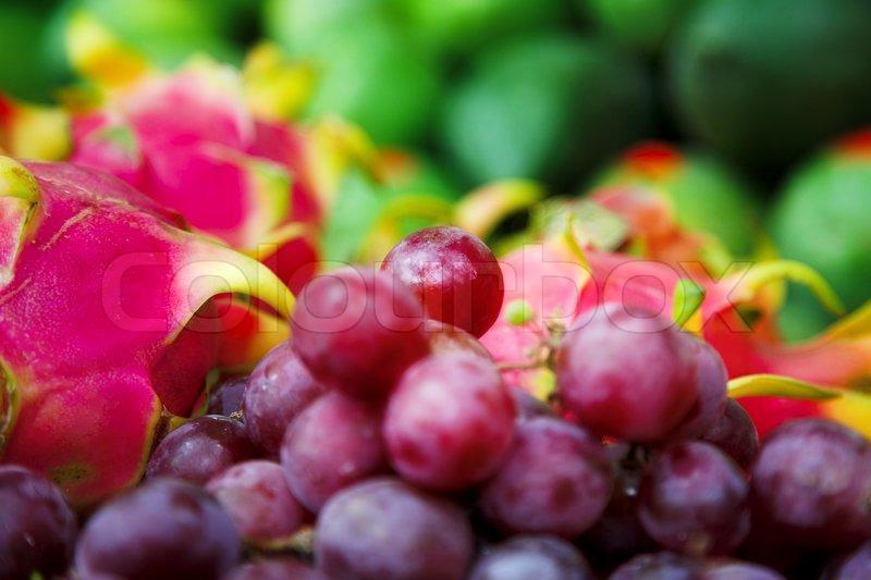 frische trauben und drachenfrucht stockfoto colourbox. Black Bedroom Furniture Sets. Home Design Ideas