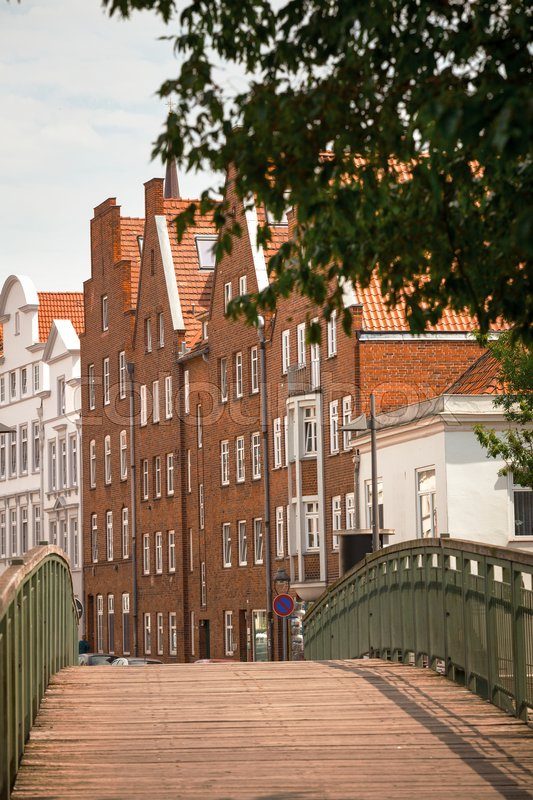 Stock image of 'bridge and houses on the bank of the river Trave, Lubeck '