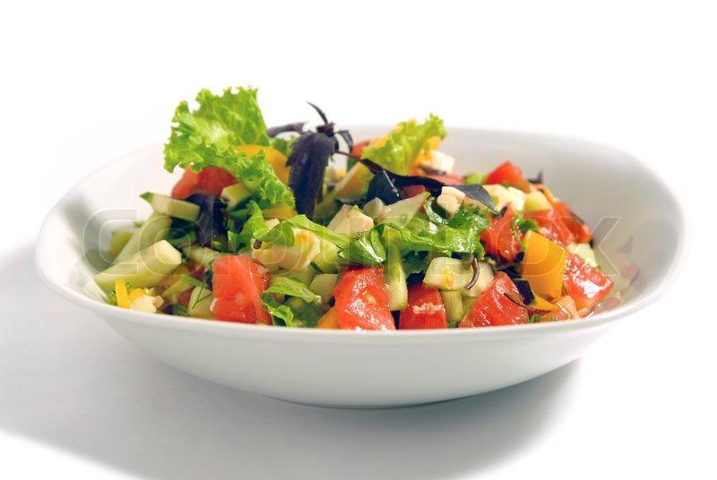 salat von rohem gem se mit k se im salat verwendet gurken tomaten basilikum salat bulgarischen. Black Bedroom Furniture Sets. Home Design Ideas