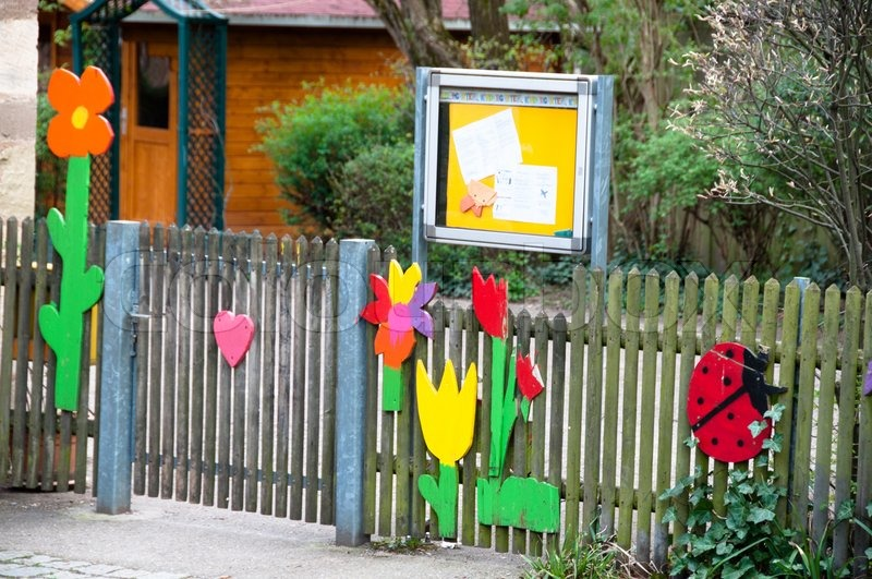 Classroom Design Guide ~ Nicely decorated kindergarten entrance at an elementary