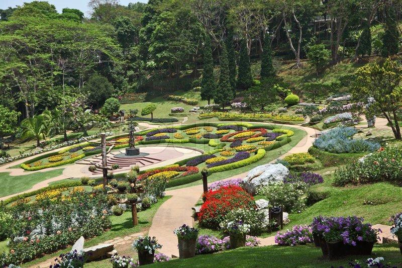 Den smukkeste park i sydøstasien magnificent blomsterbede , grønne ...