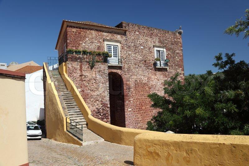 altes haus in der altstadt von silves portugal