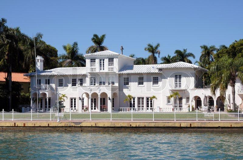 Luxus haus am wasser auf star island miami beach for Haus island