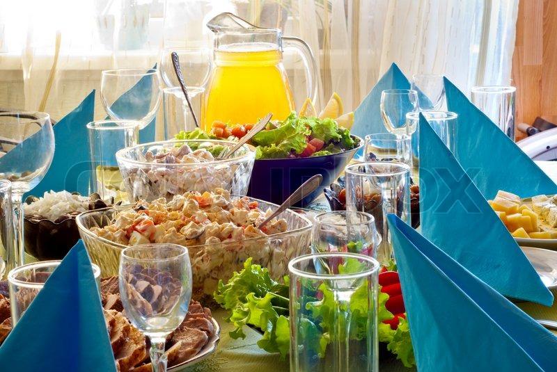 viel essen auf den tisch zu feiern stockfoto colourbox. Black Bedroom Furniture Sets. Home Design Ideas