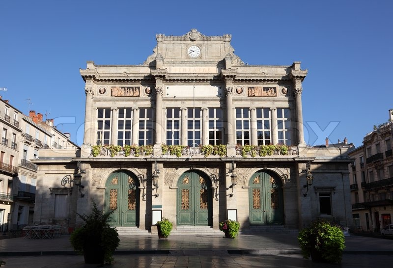 Classic facade of the municipal theatre in beziers for Classic house facades