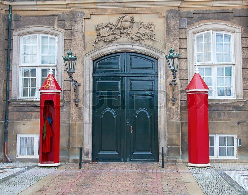 Gate til amalienborg slot i k benhavn danmark stock for Door to gate kontakt