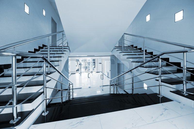glast ren mit einer art auf einer marmortreppe stockfoto colourbox. Black Bedroom Furniture Sets. Home Design Ideas