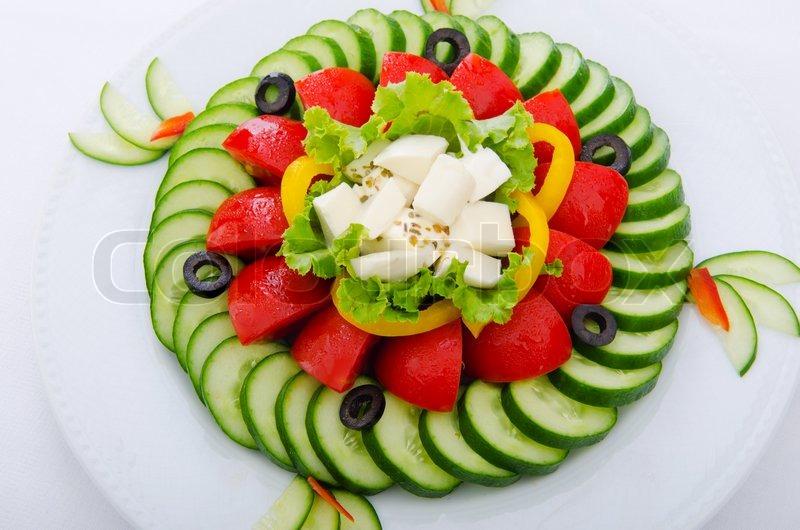 Оформление салата помидорами