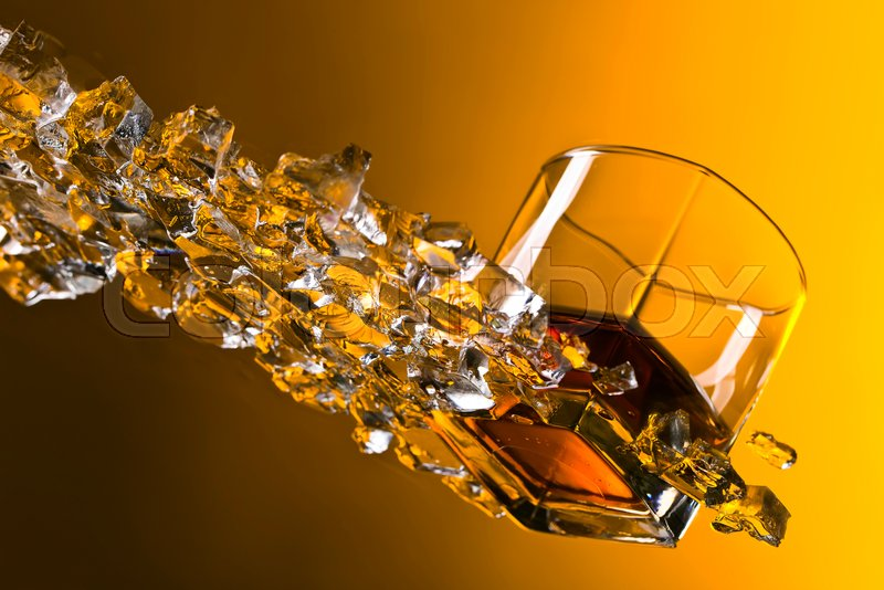 Stock Bild von 'whiskey, orange, weinbrennerei'