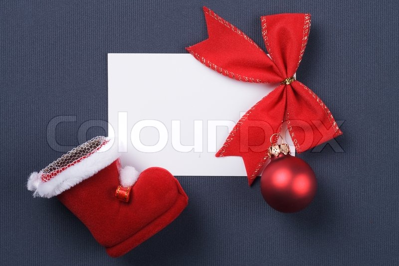 Gru karte und weihnachten rote dekoration auf grauem for Rote dekoration