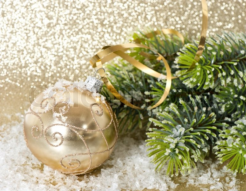 Golden christmas ball with christmas tree branch stock for Weihnachtskugeln vintage