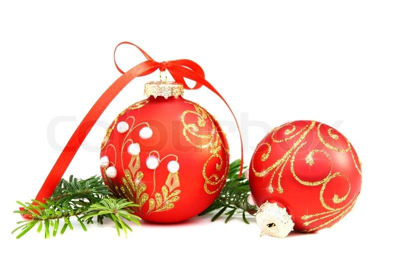 Weihnachtskugeln und eine kiefer zweig auf einem wei en for Weihnachtskugeln bilder
