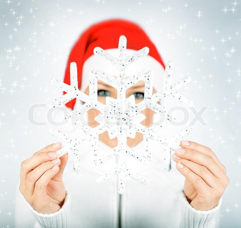 Snowflake in Santa girl Hände, große Flocke, selektiven Fokus , Winterurlaub Spaß, Weihnachten zu feiern | Stockfoto | Colourbox