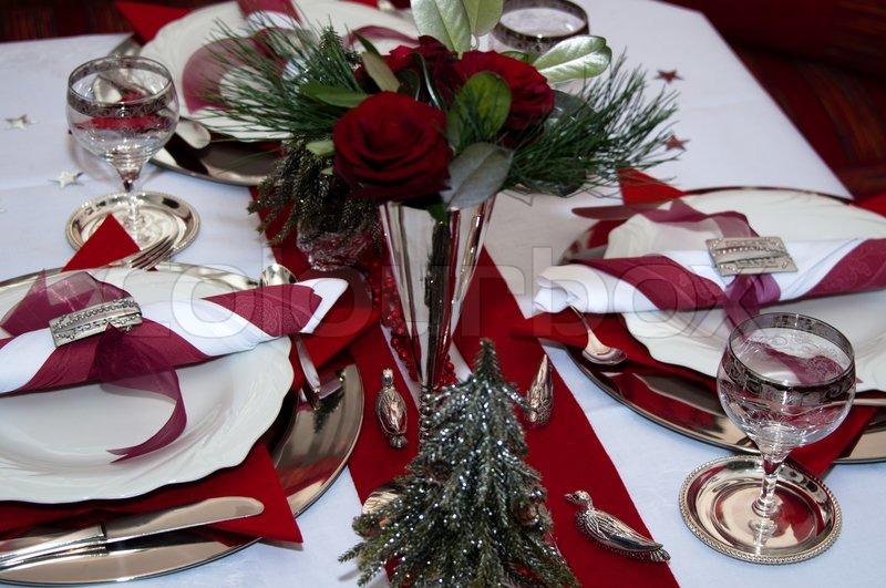 weihnachten tisch mit roter dekoration servietten. Black Bedroom Furniture Sets. Home Design Ideas