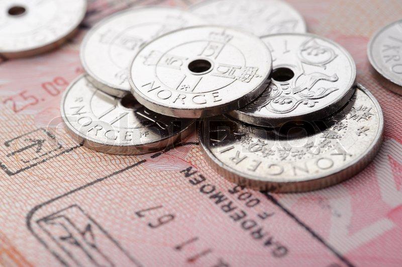 Norwegische Krone Münzen Und Reisepass Seite Mit Rand Stempel