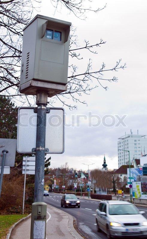 f r rotes licht kamera steuerung an einer kreuzung berwachung von ampelanlagen stockfoto. Black Bedroom Furniture Sets. Home Design Ideas