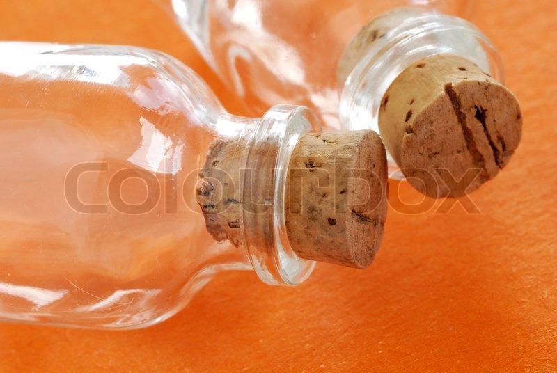 zwei kleine leere glasflaschen mit korken verschlossen ber orange hintergrund stock foto. Black Bedroom Furniture Sets. Home Design Ideas