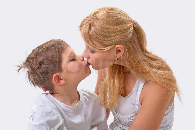 с скачат мамой на сын телфон трахыется еротика
