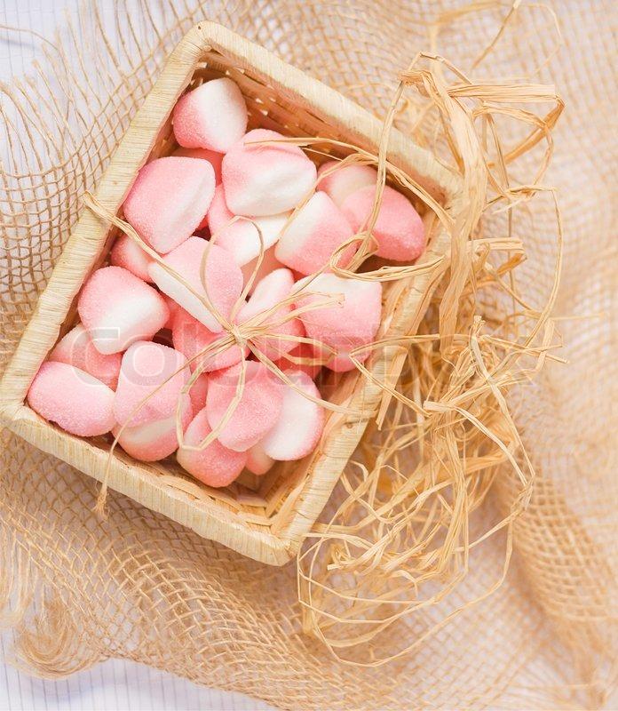 Rosa Gummibärchen im Warenkorb   Stockfoto   Colourbox