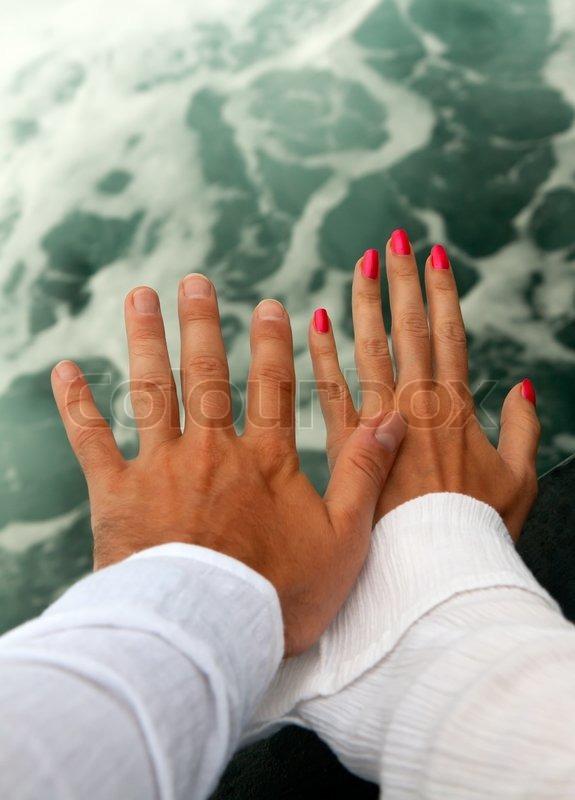 мужская и женская рука в машине фото