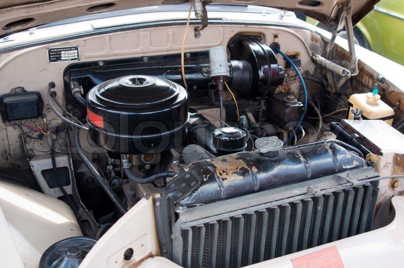 Der motorraum eines klassischen muscle car stockfoto for Motor city muscle car parts