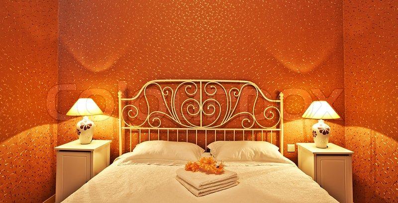 romantische schlafzimmer luxus interieur mit warmen licht stock foto colourbox. Black Bedroom Furniture Sets. Home Design Ideas