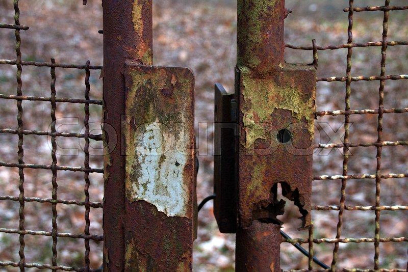 Alter Rostiger Zaun Mit Defekten Schloss Stockfoto Colourbox