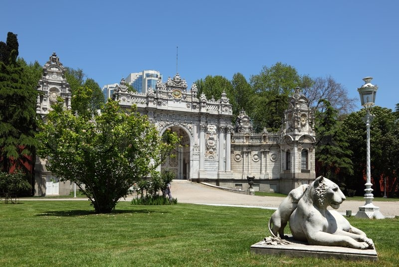 Garden of the Dolmabahce Palace in Istanbul, Turkey ...