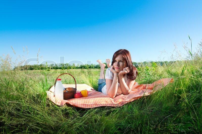 Девушка пикник