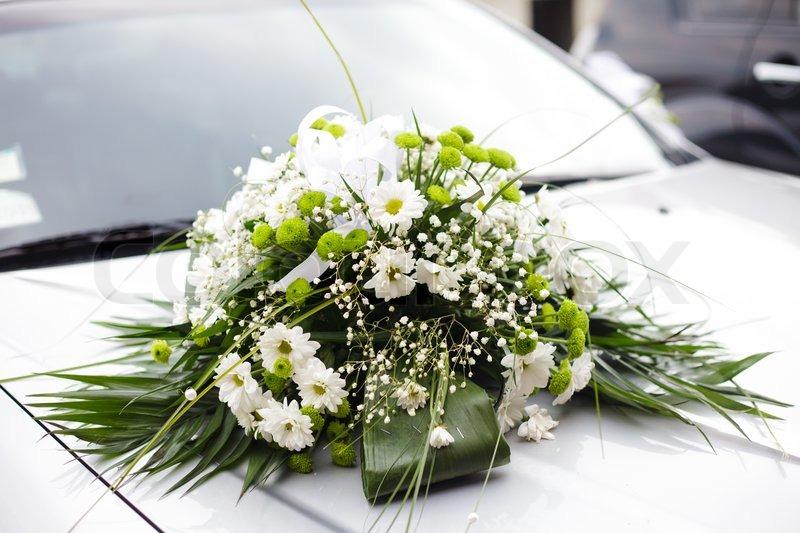 Hochzeitsdekoration Nahaufnahme auf dem Auto  Stockfoto  Colourbox