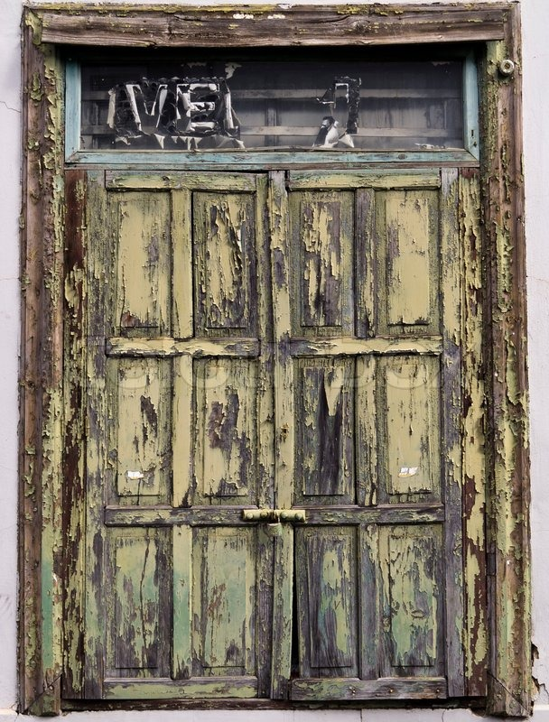 Lovely A very old wooden door, painted green, with weathered paint  BT88