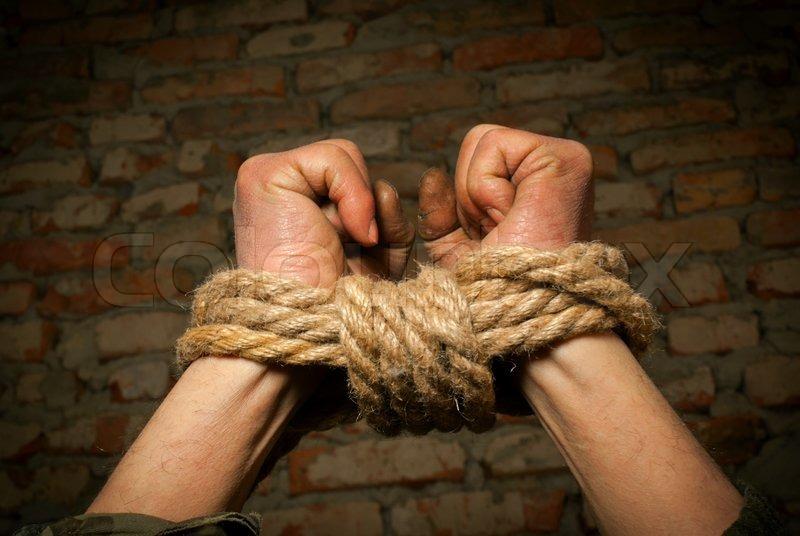 Schüchterne rothaarige amateur bekommt Ihren schlanken Körper befestigt mit Seil