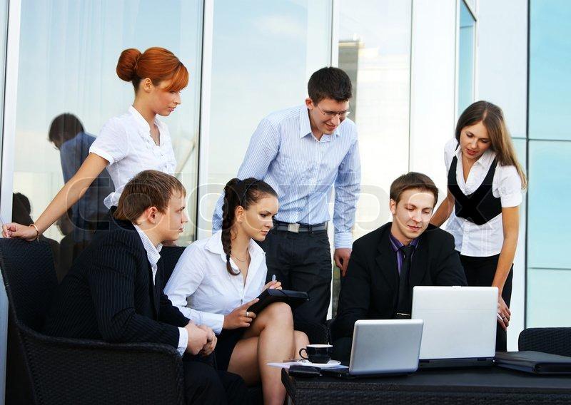 Business gruppe von vielen verschiedenen menschen im b ro - Buroarbeit von zuhause ...