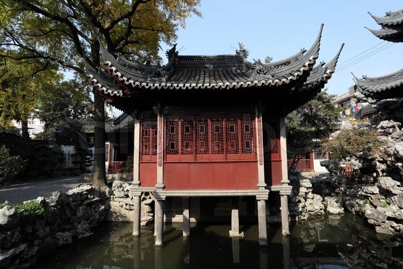 Traditional Chinese Building in Yuyuan Garden, Shanghai ...