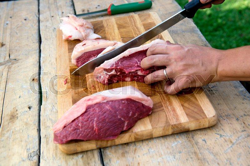 1.почему нельзя пользоваться одной разделочной доской для резки сырого мяса,хлеба и сырых.