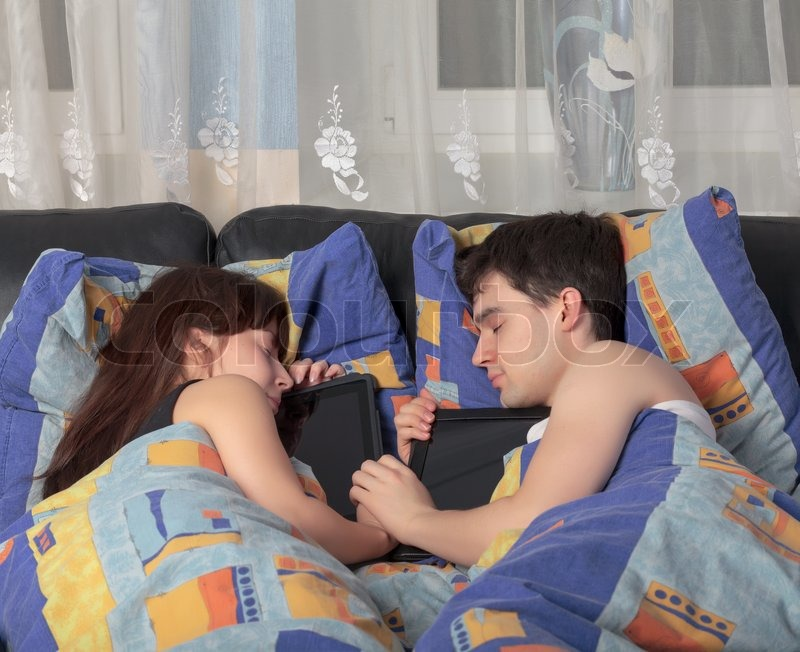 https://www.colourbox.com/preview/3622457-young-couple-asleep-with-a-tablet-laptop.jpg