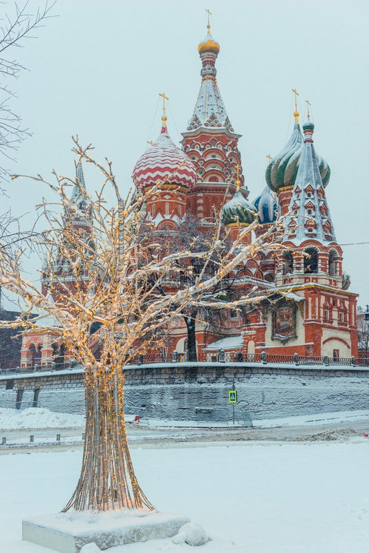 Attraction St. Basil\'s Cathedral on Red Plozadi in Moscow, Russia. Winter view of the architecture of the temple, stock photo