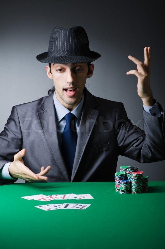 Мужчина в казино играть казино биг азарт