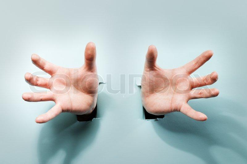Сжимаешь чужую руку в своей