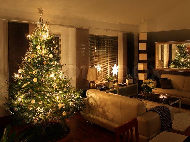weihnachtsbaum im modernen wohnzimmer stock foto colourbox. Black Bedroom Furniture Sets. Home Design Ideas