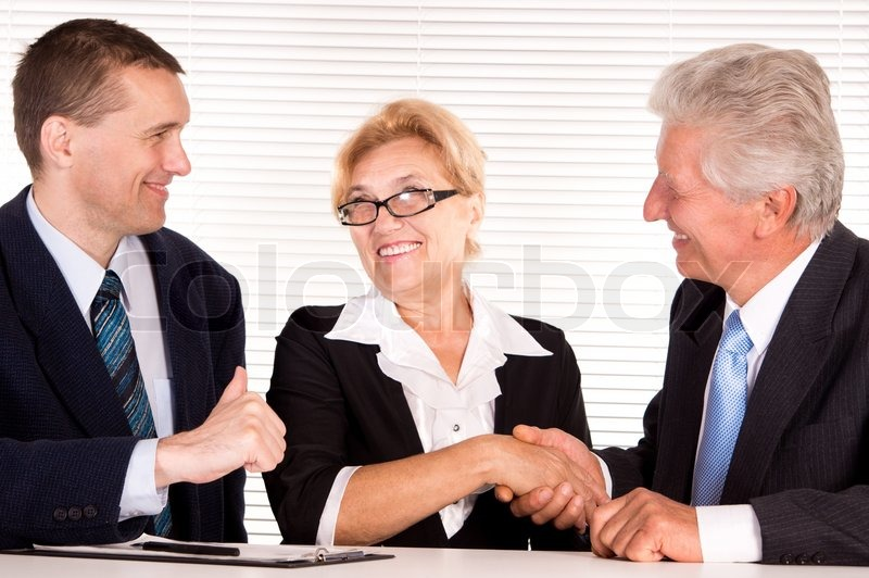 three office cute oficina lindas tres personas adjustment chiropractic tool guardapolvo estetoscopio sonriente doctor blanco archivo
