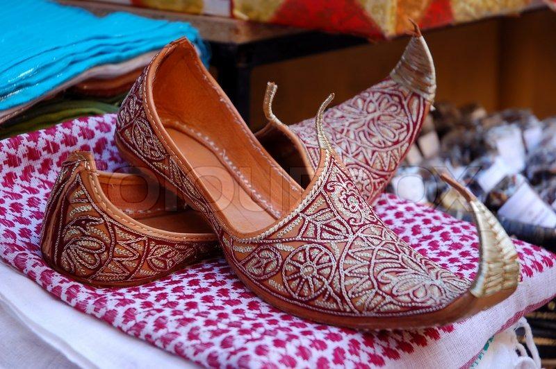 Orientalische Schuhe   Stock Bild   Colourbox