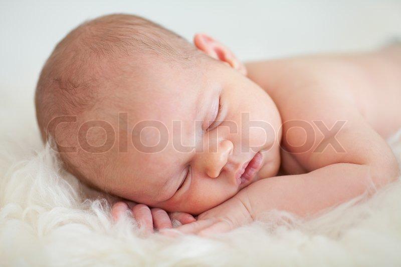 Neugeborene Mädchen Auf Dem Bauch Stockfoto Colourbox