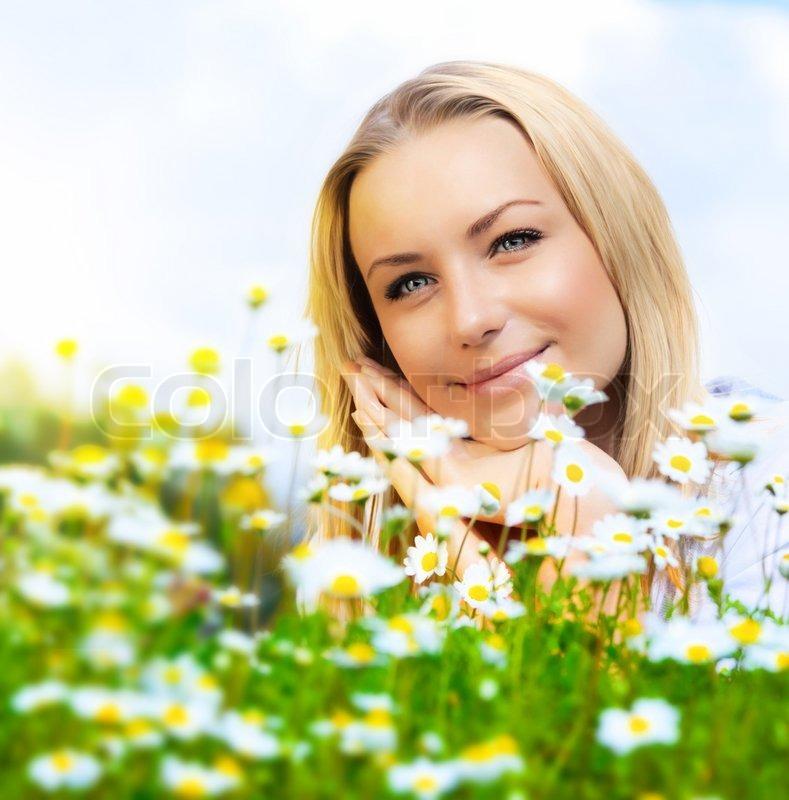 Beautiful Woman Enjoying Daisy Field ...
