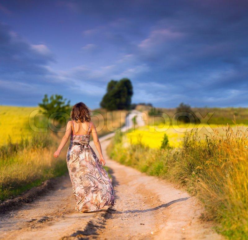 Beautiful girl walking on road lonely | HD Wallpapers Rocks