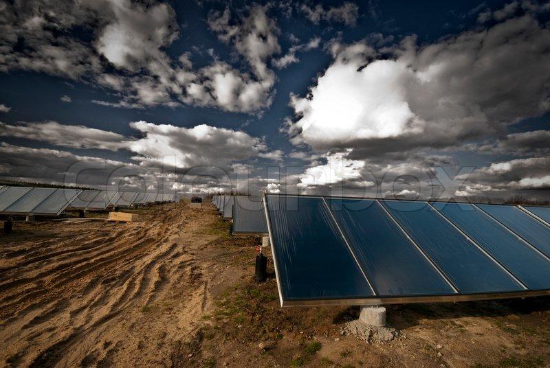 Neue Solarwärme Anlage In Dänemark, Die Erzeugung Von Heißem Wasser Für  Strom Und Heizung Haus, Stock Foto