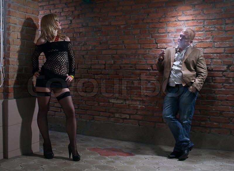Зашла точки сбора уличных проституток мужик трахает