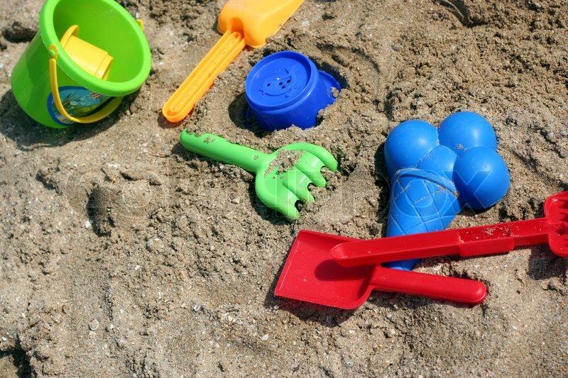 Kind spielzeug für das spielen im sand stockfoto colourbox