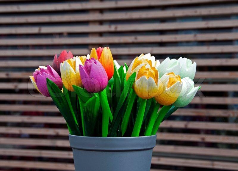holz tulpen als dekoration stockfoto colourbox. Black Bedroom Furniture Sets. Home Design Ideas